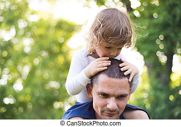 zijn, schouders., zonnig, vader, zoon, verdragend, summer.