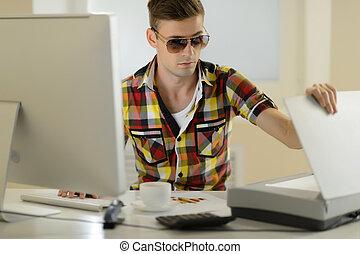 zijn, zonnebrillen, scanner, werkende , zittende , mannen, ...