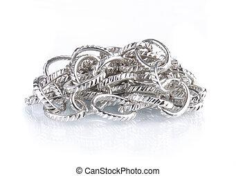 zilveren ketting, vrijstaand, op wit