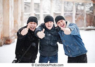 zima, pokaz, mężczyźni, młody, do góry, trzy, szczęśliwy, kciuk