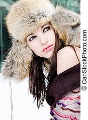 zima, portret, od, młoda kobieta, w, futrzany kapelusz