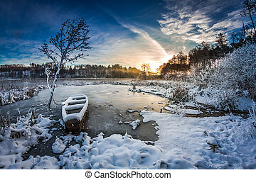 zima, wschód słońca, na, przedimek określony przed rzeczownikami, mrożone jezioro