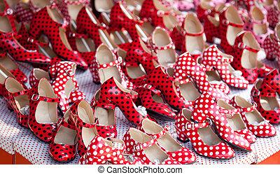 zingaro, scarpe rosse, con, puntino polka, macchie