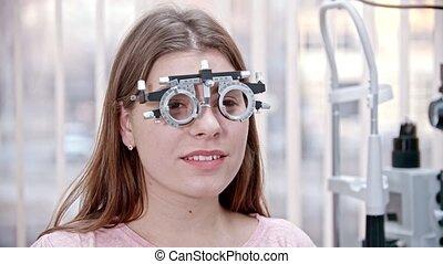 zittende , behandeling, optometrie, lezende , iets, jonge,...