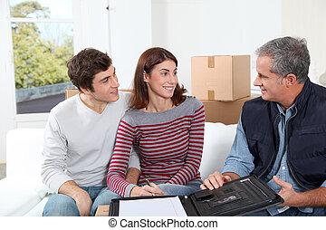 znacząc, para, młody, kontrakt, przeniesienie dom