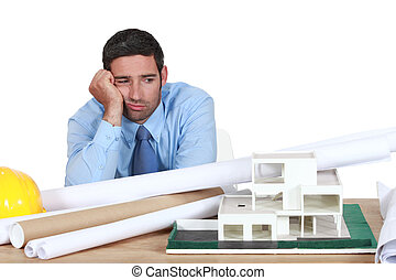 znudzony, architekt, posiadywany na kasetce