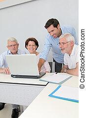 zoeken, groep, mensen, bij het wonen, werk, senior, vergadering