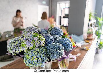 zomer, bloem, werken, achtergrond, gezin, mensen, bloemen, shop., beroep, business., vaas, aflevering, boeketten, kleine, voorgrond, florist., bouquet.