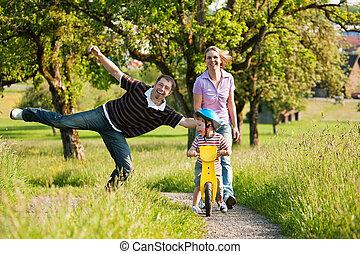 zomer, buitenshuis, hebben, gezin, wandeling