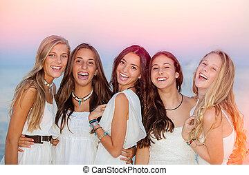 zomer, het glimlachen, tieners, vrolijke