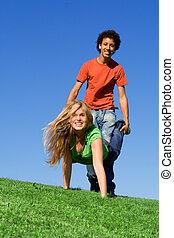 zomer kamp, hardloop, tieners, kruiwagen, spelend