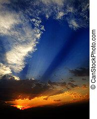 zomer, ondergaande zon , met, stralen, balken, van, zonlicht