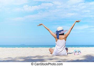 zomer, reizen, achtergrond, concept., geluk, vrouw, het zitten, op, strand, verheffen, handen op, om te, blauwe , sky., hallo, vacation., afbeelding, voor, optellen, tekst, message., achtergrond, voor, ontwerp, kunst, work.