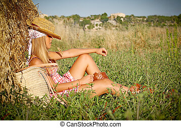 zomer, vrouw ontspannend, jonge, akker, buitenshuis