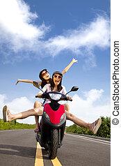zomer, vrouw, scooter, jonge, hebben, uitstapjes, vrolijke