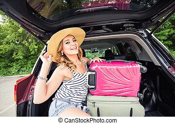 zomer, vrouw zitten, auto, reizen, vakantie, vrolijk, trunk.