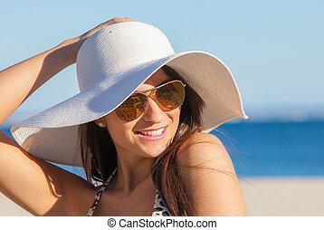 zomer, vrouw, zonnebrillen, diskette, het glimlachen, hoedje