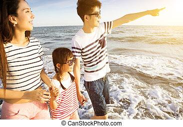 zomer, wandelende, familie vakantie, strand, vrolijke