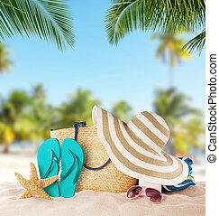 zomer, zandig strand, met, verdoezelen, oceaan, op...