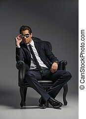 zonnebrillen, zittende , ouderwetse , boss., jonge, ...
