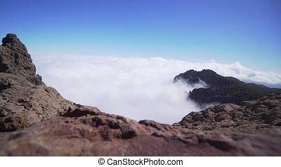 zonnig, golven, wolken, verbreidingsgebied, rots, berg, day., timelapse, video., duidelijk