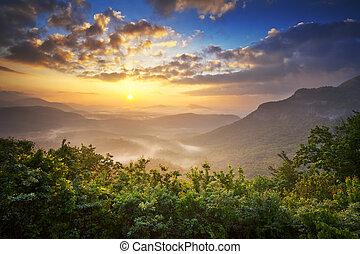 zonopkomst, blauwe kam bergen, landschap overziet,...