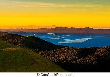 zonopkomst, in de bergen, landscape