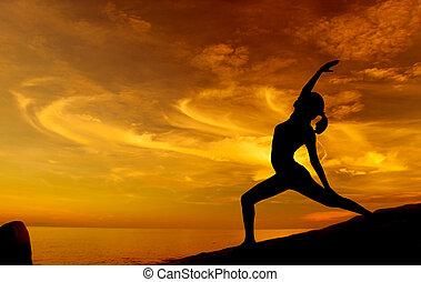 zonopkomst, yoga, op, strand