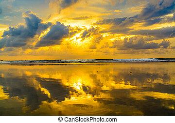 zonsondergang strand, reflectie