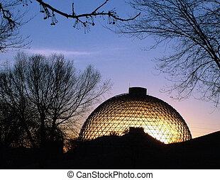 Zoo Desert Dome - sun rising behind Omaha\'s Henry Doorly...