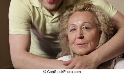 zoon, zijn, 2, moeder, omhelzingen