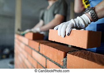 zrobienie, dwa, umieszczenie zbudowania, cegła, pracownicy, czerwona ściana