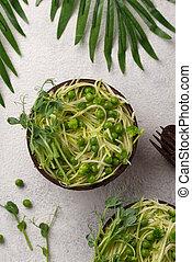 Zucchini pasta with green peas