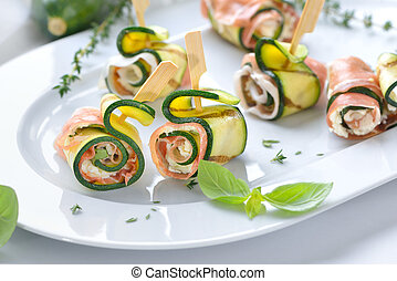 Zucchini rolls with ham and cheese