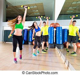 zumba, tanz, cardio, leute, gruppe, an, fitness, turnhalle