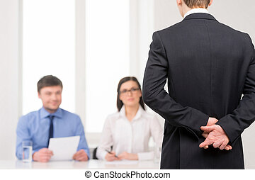 zurück, auf, idee, finger, arbeit, gekreuzt, behind., interview, schließen, liegen, mann