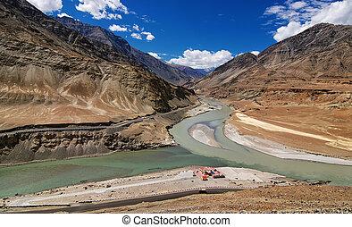 zusammenfluss, indien, -, flüsse, ladakh, leh, indus,...