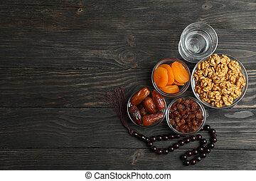 zusammensetzung, mit, ramadan, kareem, lebensmittel, und, dekoration, auf, holztisch, raum, für, text
