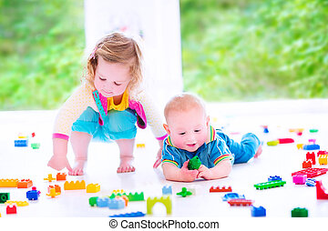 zuster, blokjes, broer, kleurrijke, spelend