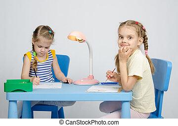 zuster, tafel, trekken, twee, zittende