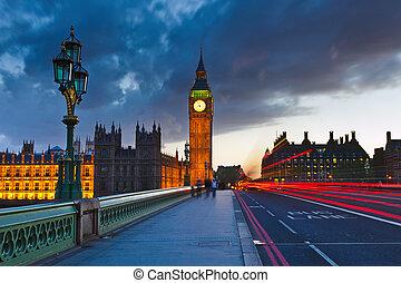 zvon věžních hodin londýnského parlamentu, v noci, londýn