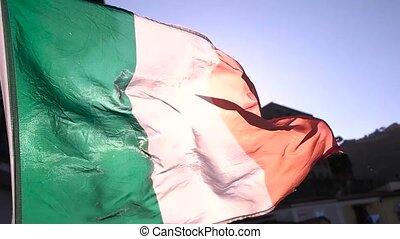 zwaaiende , italiaanse dundoek, dichtbegroeid boven