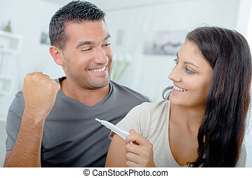 zwangerschapstest, paar, lezende , resultaat