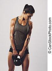 zware, vrouw, klok, ketel, vasthouden, fitness