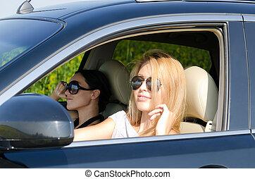 zwei frauen, in, a, luxusauto