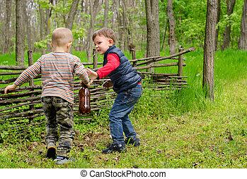 zwei, junge jungen, spielende