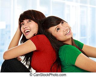 zwei, junger, asiatische frau, denken
