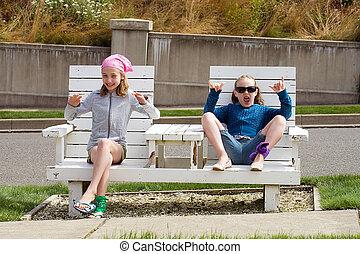 zwei, kinder, auf, a, park, stuhl