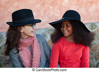 zwei kinder, mit, stilvoll, hüte