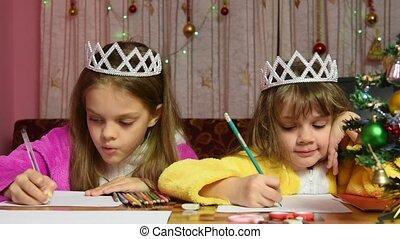 zwei mädchen, in, ankleidende kleider, sitzen tisch, und, stellen, seine, kopf, in, seine, hände, schreiben briefs, zu, weihnachtsmann